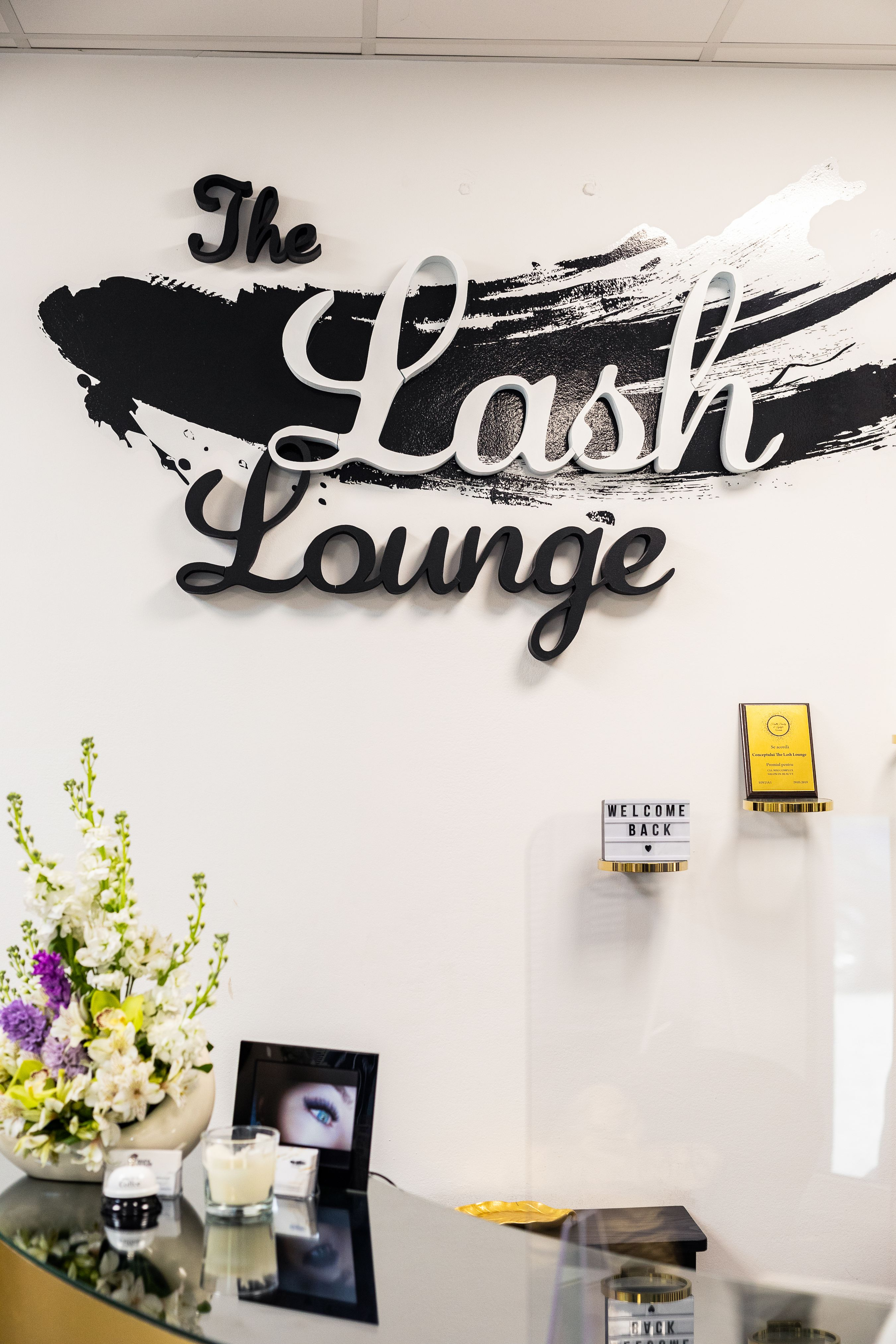 Salon de infrumusetare The Lash Lounge. Servicii: gene, sprancene, laminare sprancene, Make Up, Machiaj profesional, Coafor, Frizerie, Epilare definitiva. Beauty Salon Bucuresti.